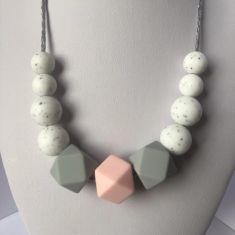 Lily Teething Necklace - Pink